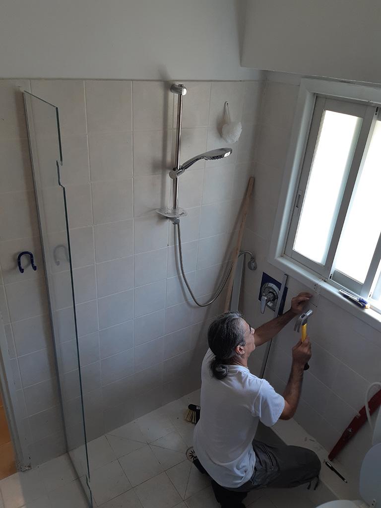 התקנת מקלחון פינתי