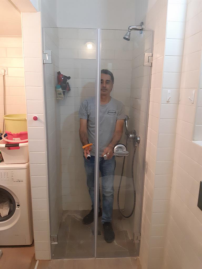 מקלחון חזית צר