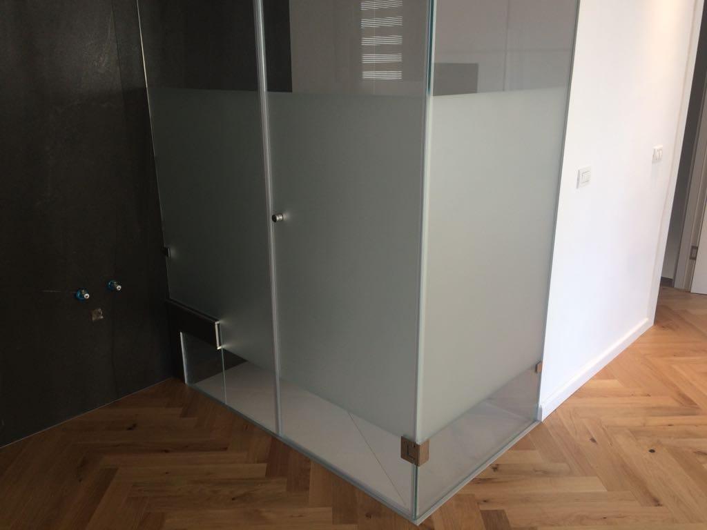 מקלחון מעוצב זכוכית אטומה