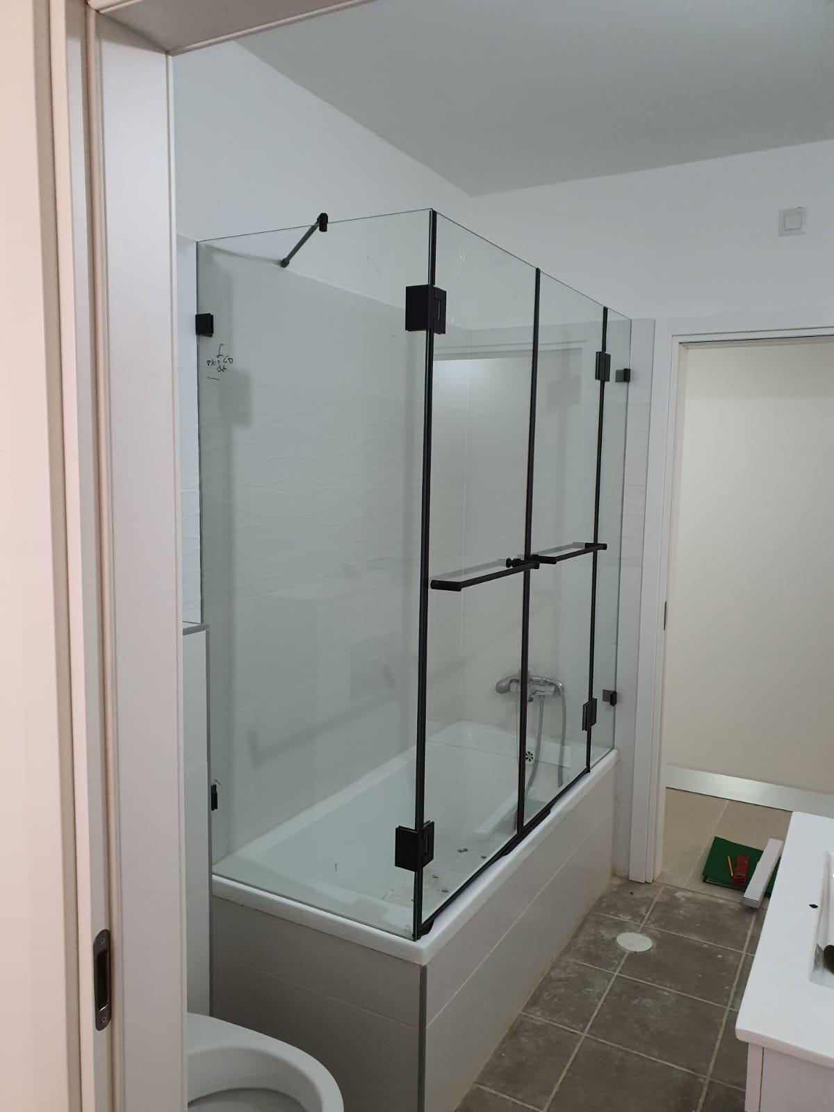אמבטיונים זכוכית מסגרת שחורה